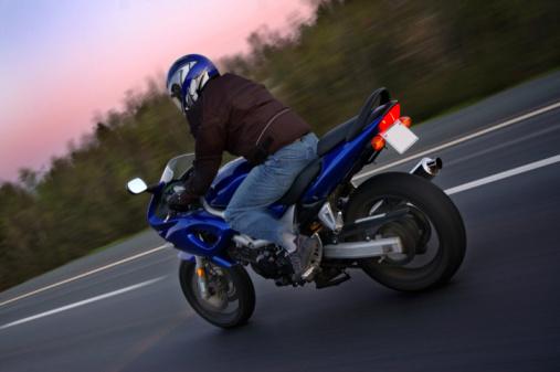 rouler moto en toute s curit les r gles tout sur tout. Black Bedroom Furniture Sets. Home Design Ideas
